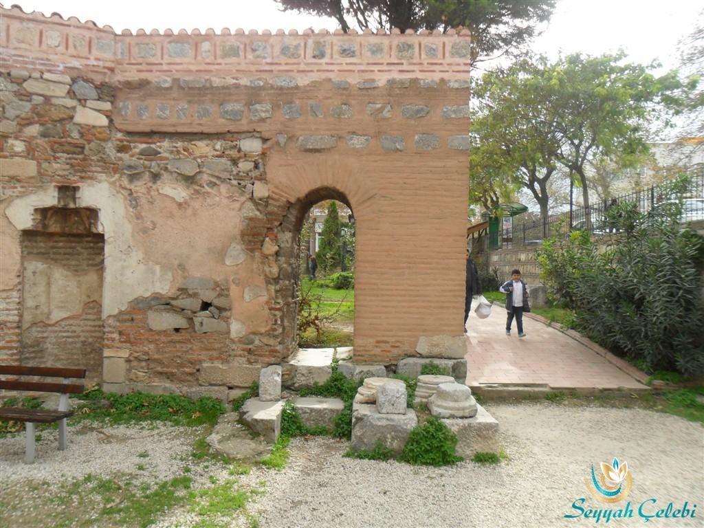 İznik Ayasofya Orhan Camii Giriş Duvarları