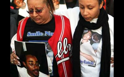 The police and police sympathizers who comment on Bay View stories about Lovelle Mixon demonize and dehumanize him, but to his mother, Athena, and his wife, Amara, shown here at the March 26 vigil, he was a young man they loved and his death is tragic and painful. – Photo: Uhurunews.com