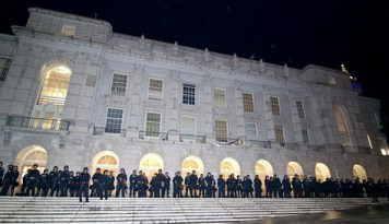 "As if to celebrate their ""victory,"" police line up outside Wheeler Hall after extracting the occupying students. – Photo: Daily Cal"