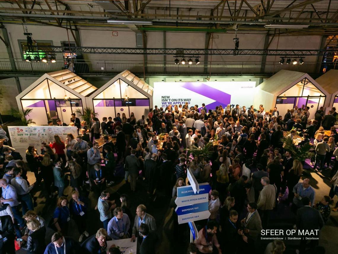 Accenture Innovatie Summit 2019 Meeting Rooms en wegwijzer gebouwd door Sfeer op Maat.