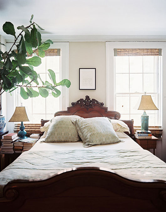 ornate wood bed and vintage lamps / sfgirlbybay