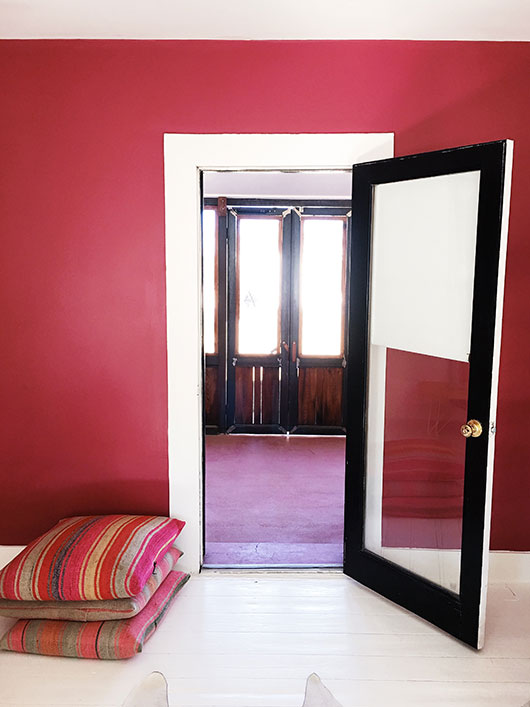red walls and black door trim in the Rock City House at Corte del Norte / sfgirlbybay