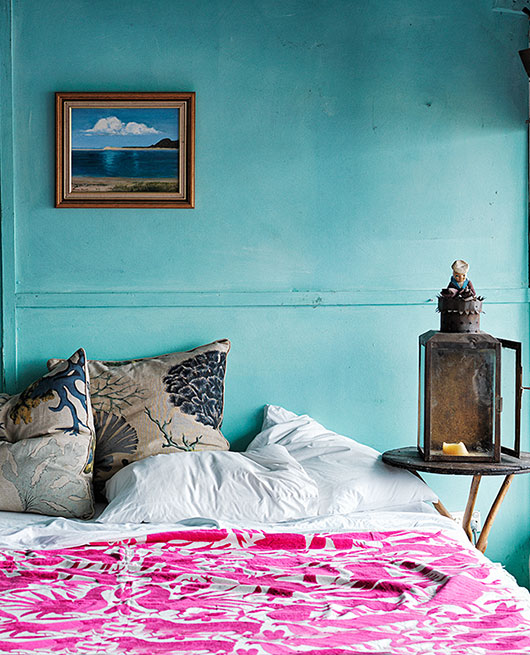 bold bedroom paint and decor / sfgirlbybay