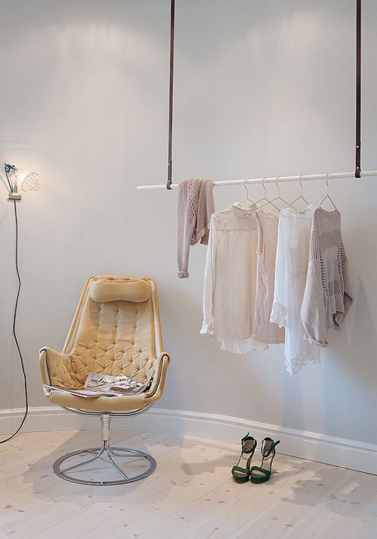 walk-in closet with hanging clothing rack / @sfgirlbybay