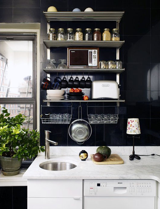 black and marble kitchen via desire to inspire / sfgirlbybay