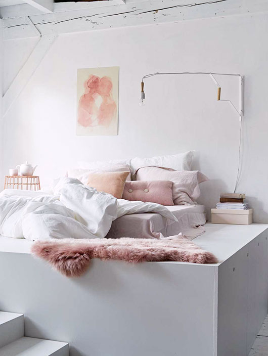 feminine bedroom, via vtwonen. / sfgirlbybay