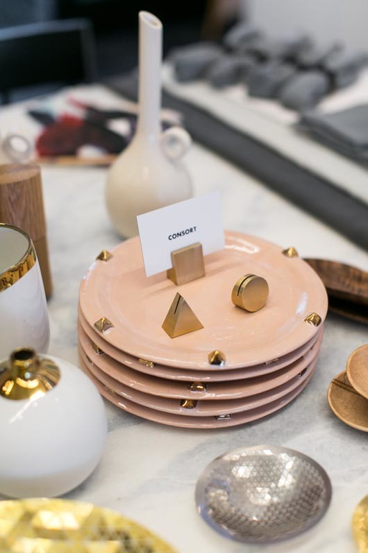 pink ceramic plates and gold and silver table accessories / sfgirlbybay