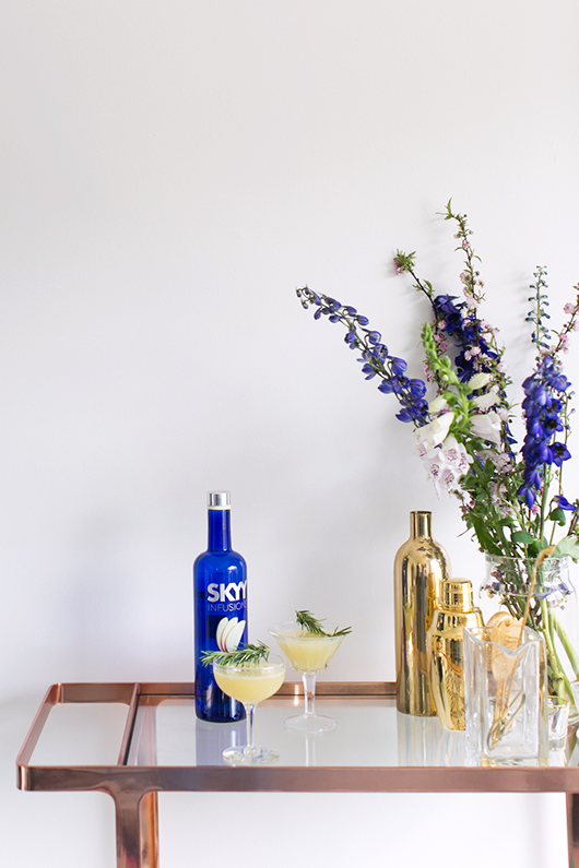 spring floral arrangement and SKYY Infusion vodka drink recipe / sfgirlbybay