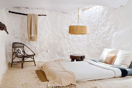 beachy bedroom via architectural digest espana. / sfgirlbybay