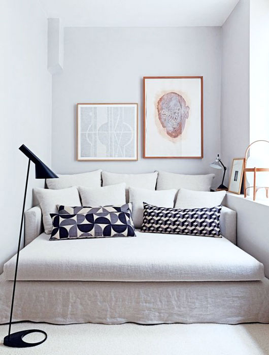 small white daybed style sofa via vogue. / sfgirlbybay