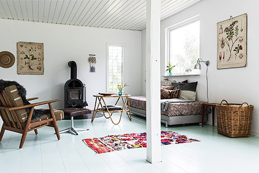 bohemian modern decor inside Danish seaside retreat / sfgirlbybay