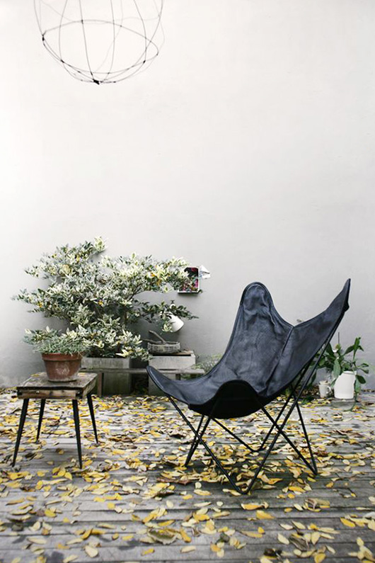 black leather butterfly chair via coco lapine design. / sfgirlbybay
