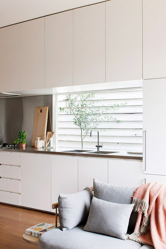light and airy kitchen in melbourne home via est magazine. / sfgirlbybay