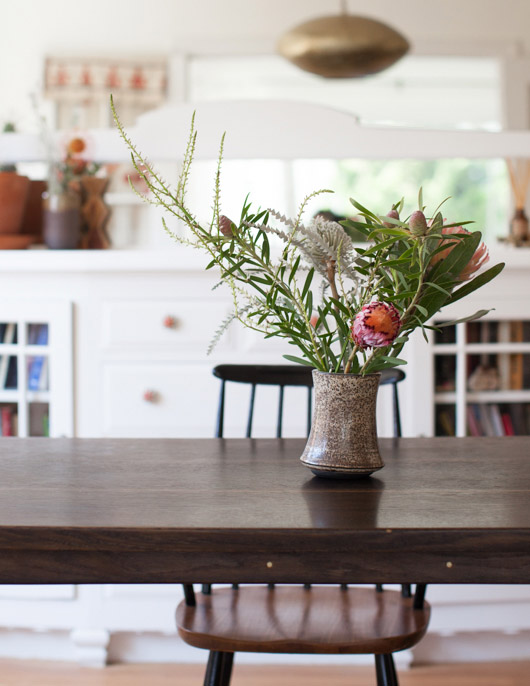 modern floral arrangement on dining table / sfgirlbybay