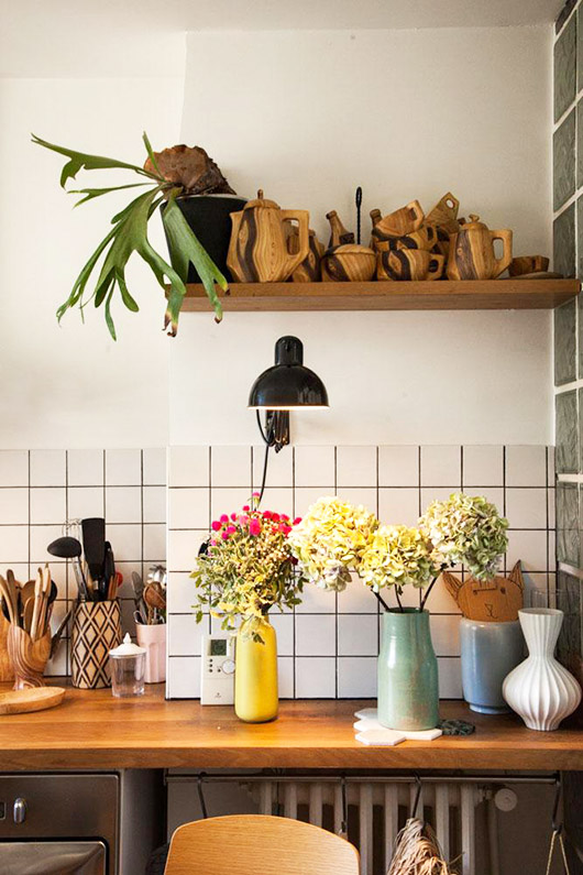 cheerful kitchen decor in paris apartment. / sfgirlbybay