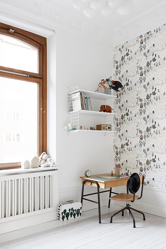child's bedroom with desk area. / sfgirlbybay