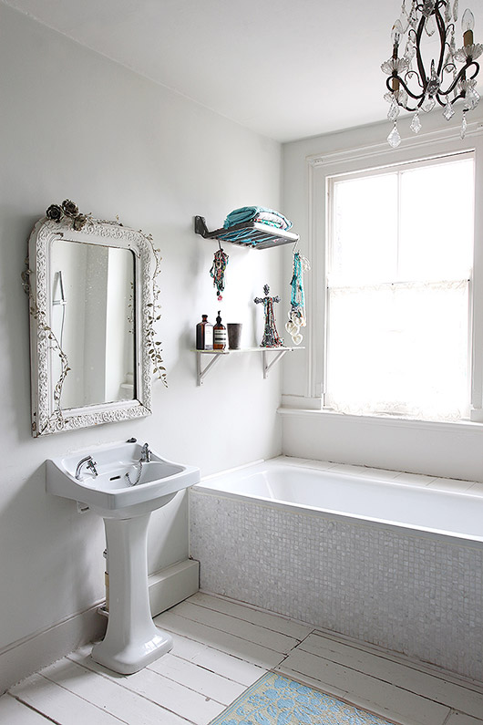 rustic bathroom decor via light locations london. / sfgirlbybay