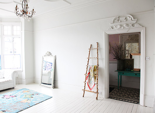 ornate molding with white walls and floor in light locations london apartment. / sfgirlbybay