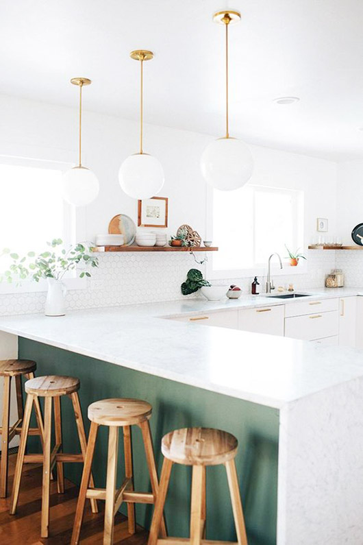 green kitchen island accent. / sfgirlbybay
