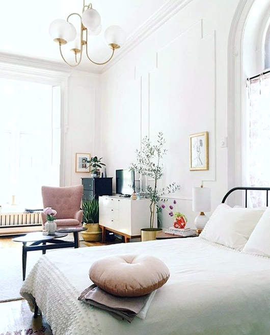 white bedroom with subtle pink details. / sfgirlbybay