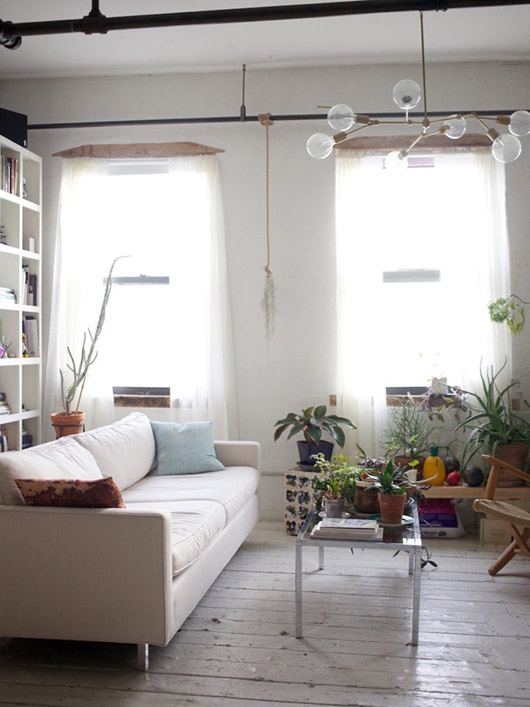 modern nyc apartment with lots of potted plants. / sfgirlbybay