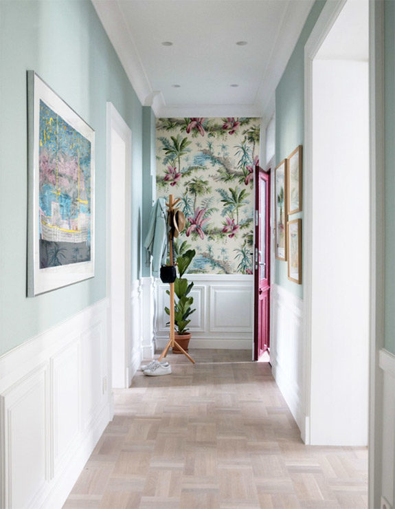 tropical wallpaper in mint and white hallway. / sfgirlbybay