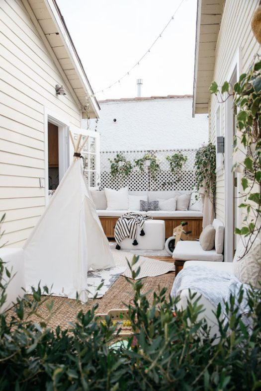 space efficient courtyard in venice canals tiny house. / sfgirlbybay