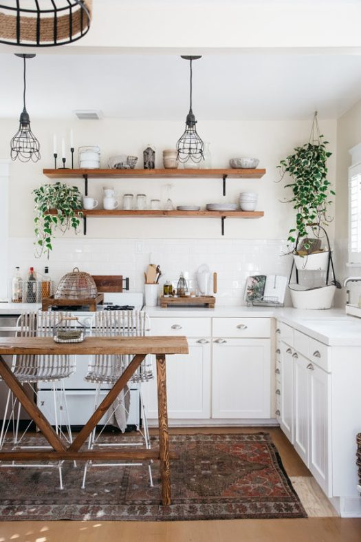 small modern kitchen in tiny canal cottage in venice, ca. / sfgirlbybay