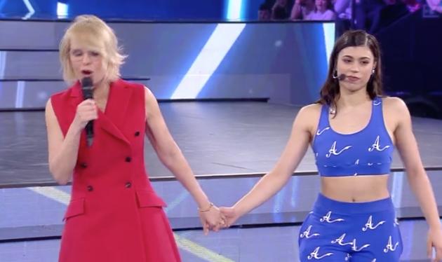 AMICI 17 – Pioggia di critiche su Alessandra Celentano. Sospesa dalla trasmissione?