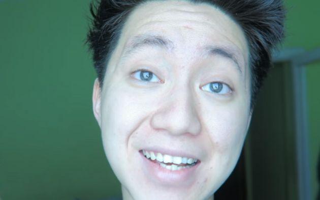 Oreo al dentifricio ad un clochard | youtuber ReSet condannato: fuori dai social (VIDEO)