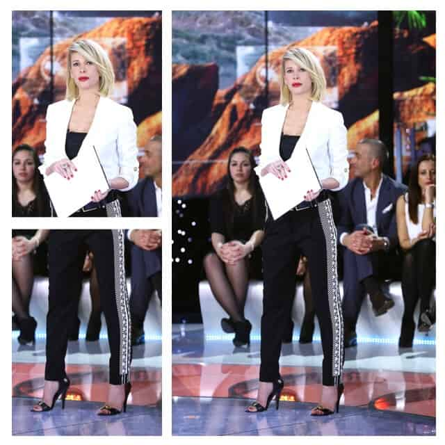 Giacca bianca e pantaloni neri di Vaccarello X Versus per Alessia Marcuzzi  SFILATE