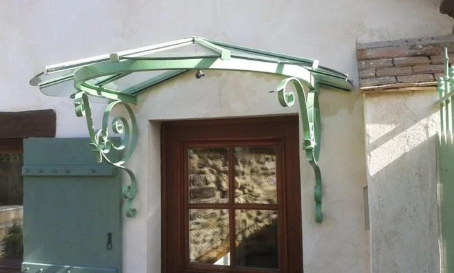 Aménagement extérieur : marquise en fer forgé vert SFMP 78
