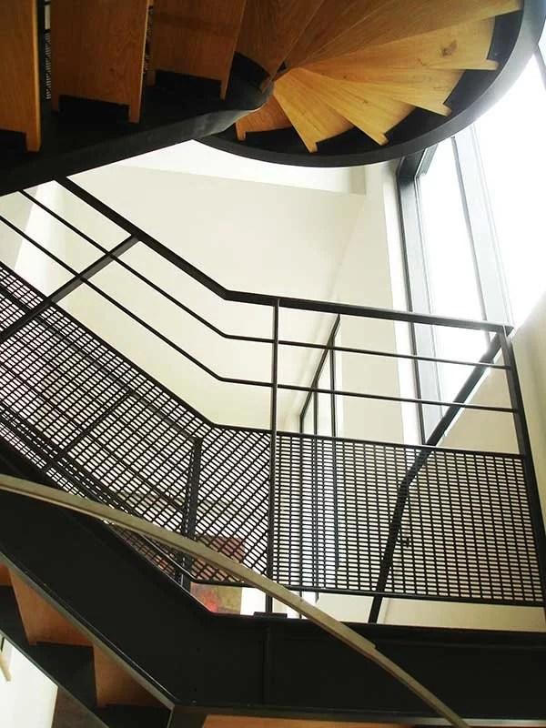 escaliers, garde-corps et rampes métalliques et bois