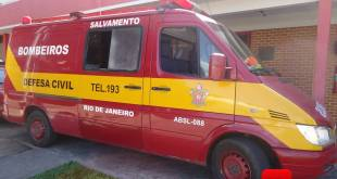 Ambulância do Corpo de Bombeiros foto Vinnicius Cremonez 1