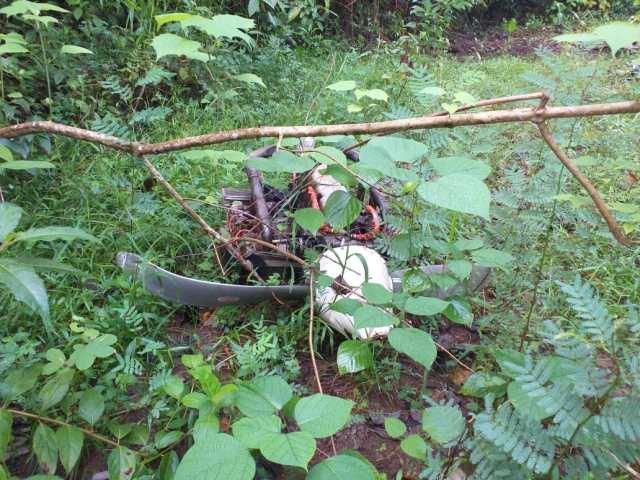 Restos de aeronaves parcialmente destruidos