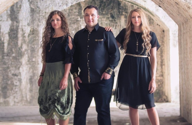 VILLINES TRIO NOMINATED FOR ARKANSAS CMA AWARD  AND ADDED TO PERFORMANCE ROSTER.