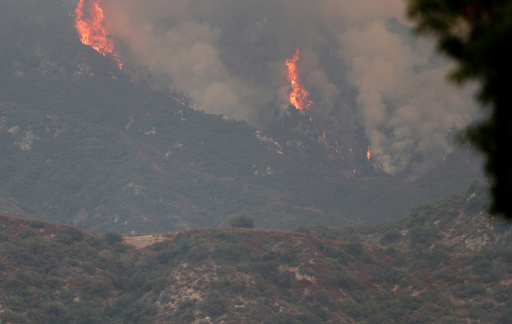 Bobcat Fire North Of Azusa Has Burned Nearly 5 000 Acres