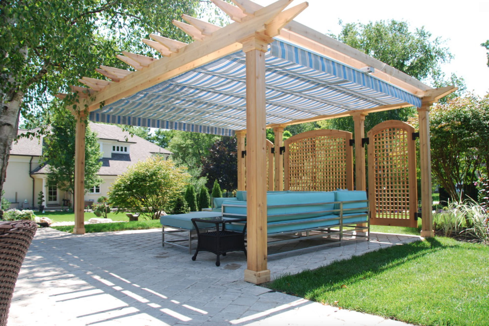 Retractable Awnings Vs Retractable Canopies