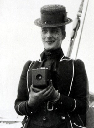 Queen_Alexandra_with_Kodak_camera_c1888-1889