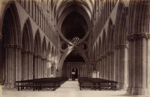 Wells_Cathedral_nave