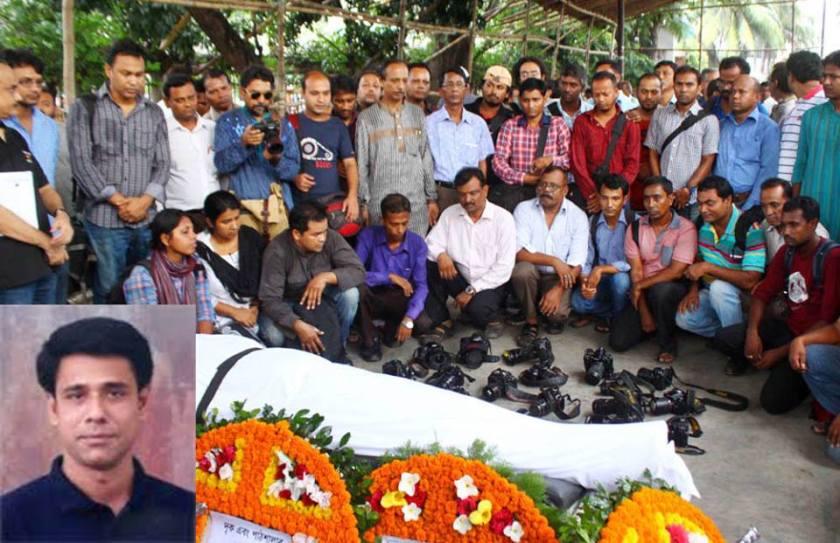 Photojournalists pay homage to Azizur Rahim Peu at his funeral prayers at the National Press Club, Dhaka.