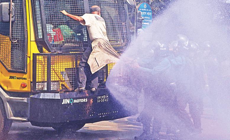 In defiance of water cannon terror. Shahbagh, January 26, 2017 ? SaveSundarbans/SaveBangladesh facebook page.