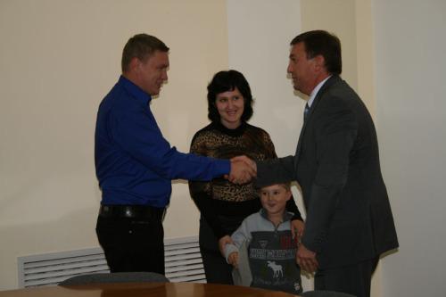Пять молодых семей получили жилищные сертификаты