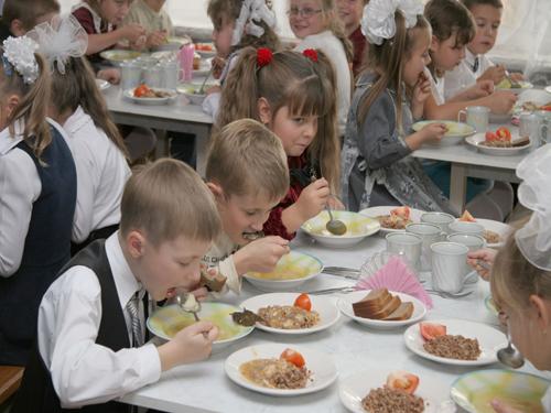 """Депутаты дали """"добро"""" на льготу организаторам школьного питания"""