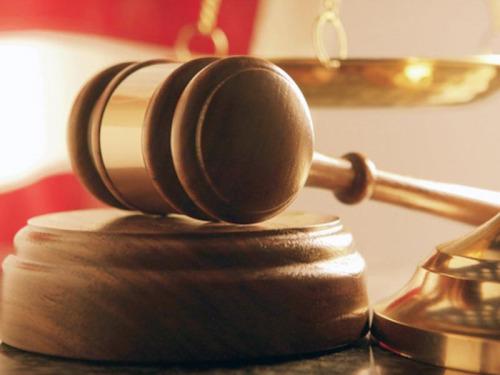 Мать-тунеядка, лишенная родительских прав, задолжала по уплате алиментов 129 тысяч рублей