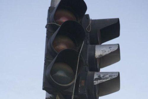 На оживлённом перекрёстке светофор закрыли на ремонт