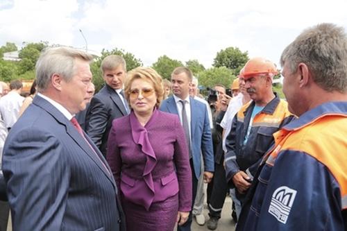 Валентина Матвиенко встретилась с Василием Голубевым и открыла движение по Аксайскому мосту