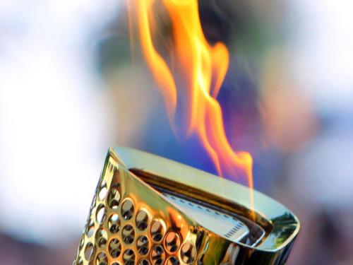Зажгли Олимпийский огонь