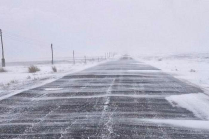 Почти 2000 км донских трасс очистили вчера от снега сотрудники дорожных служб
