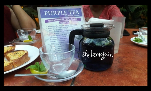 blogging-banaglore-blue-tea-turns-purple-when-lemon-claytopia-koramangala-dining-cafe-restaurant-play-clay-painting-aparajita-butterfly-pea-flowers-change-in-ph